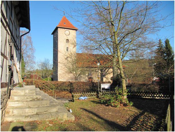 Die alte Wehrkirche von Herberhausen