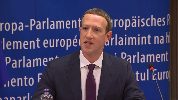Mark Zuckerberg spricht im Europaparlament